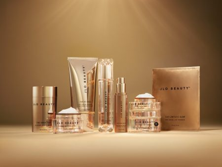 "Jennifer Lopez introduces luxurious skincare collection ""JLo Beauty"""